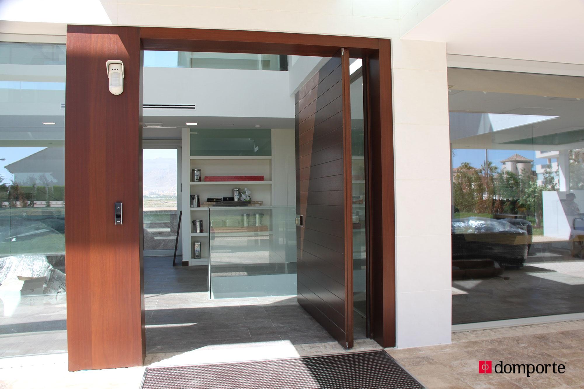 Puertas de madera de hoja pivotante - Puertas de entrada de diseno ...
