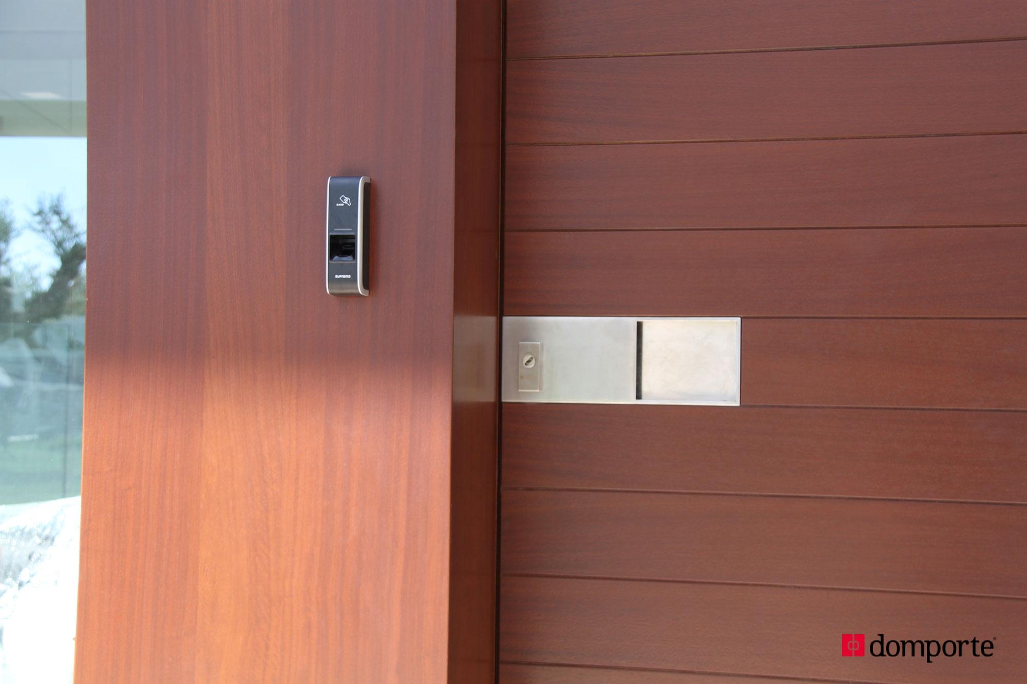Puertas de madera de hoja pivotante for Fabrica de puertas en villacanas