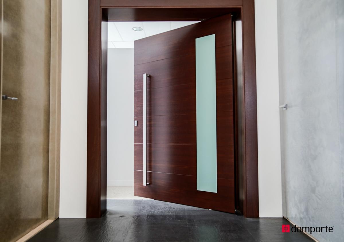 Puertas de madera de hoja pivotante for Como hacer una puerta de madera para exterior
