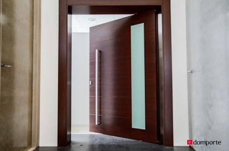 Domporte especialistas en la fabricaci n de puertas de for Puerta de madera con marco