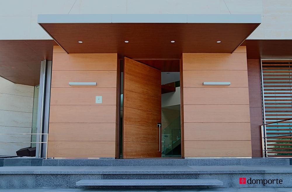 Domporte especialistas en la fabricaci n de puertas de for Puertas pivotantes madera