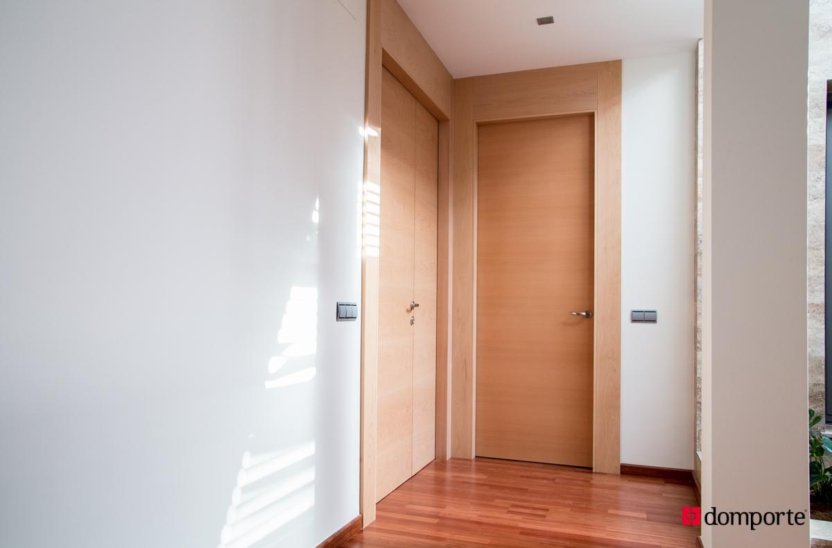 Puertas de paso en madera domporte for Cristales para puertas de paso